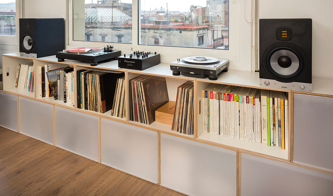 Modular low cabinet for vinyl records