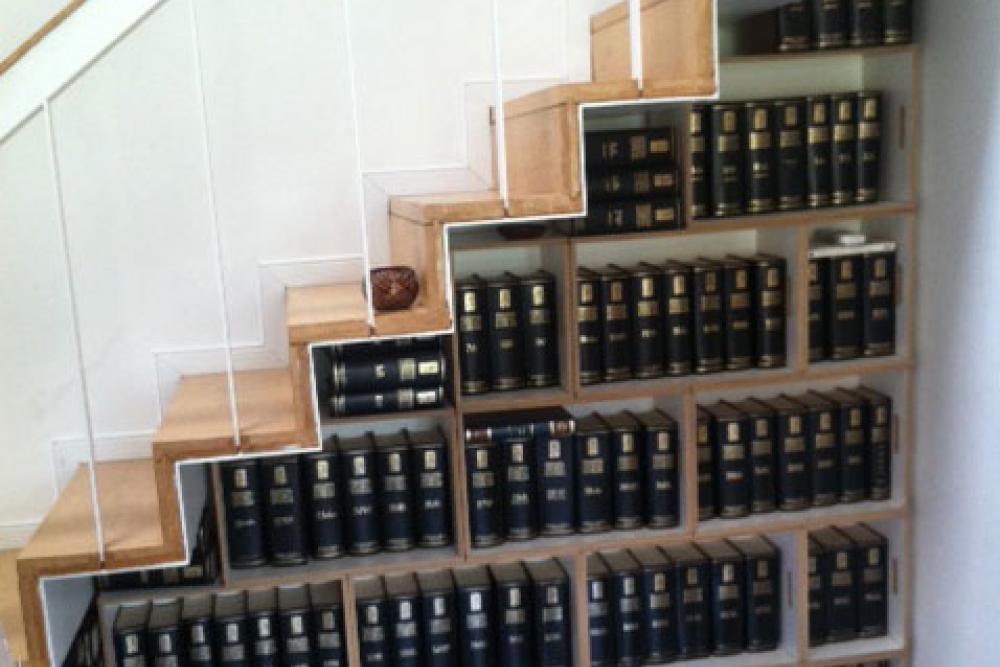 Librera bajo escalera Brickbox estanterias librerias modulares