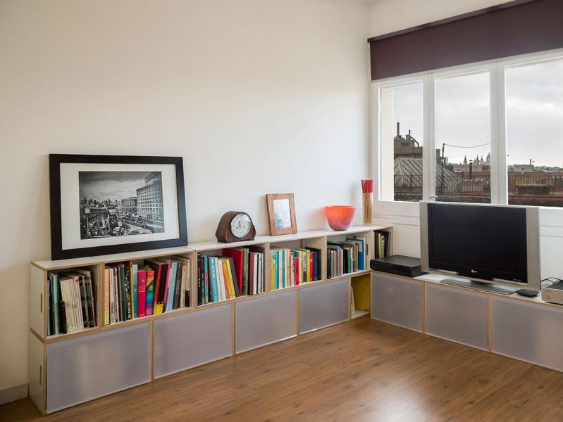 Galer a de im genes brickbox estanterias librerias for Muebles bajos para salon