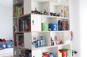 La estanteria BrickBox permite construir en forma de columna para tener facil acceso a los juguetes.