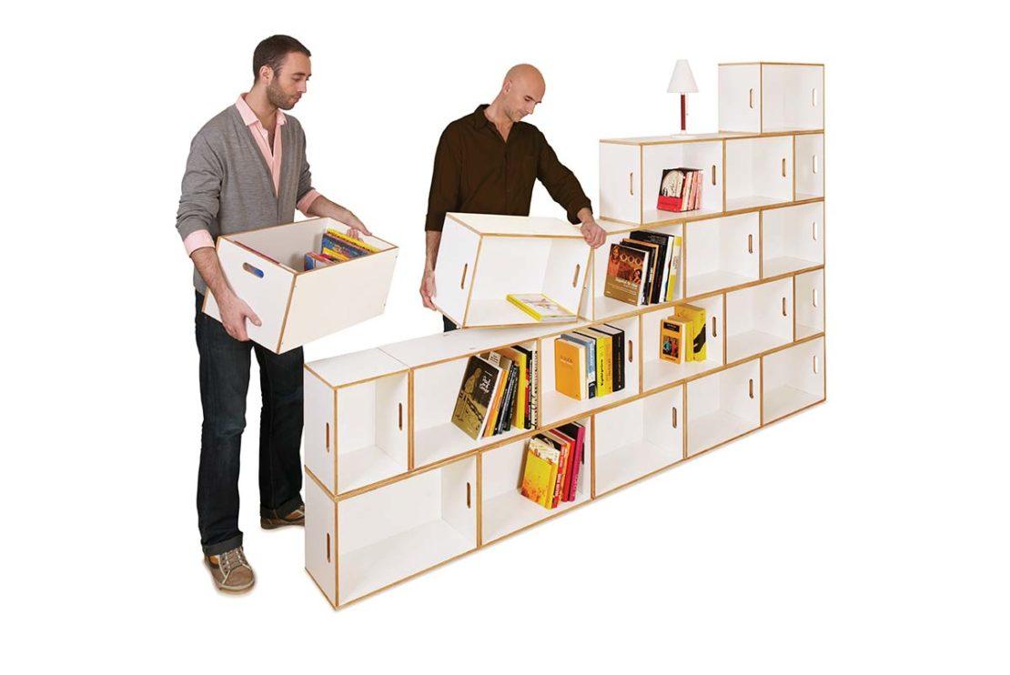 Montaje de una estanteria libreria como separador de espacios
