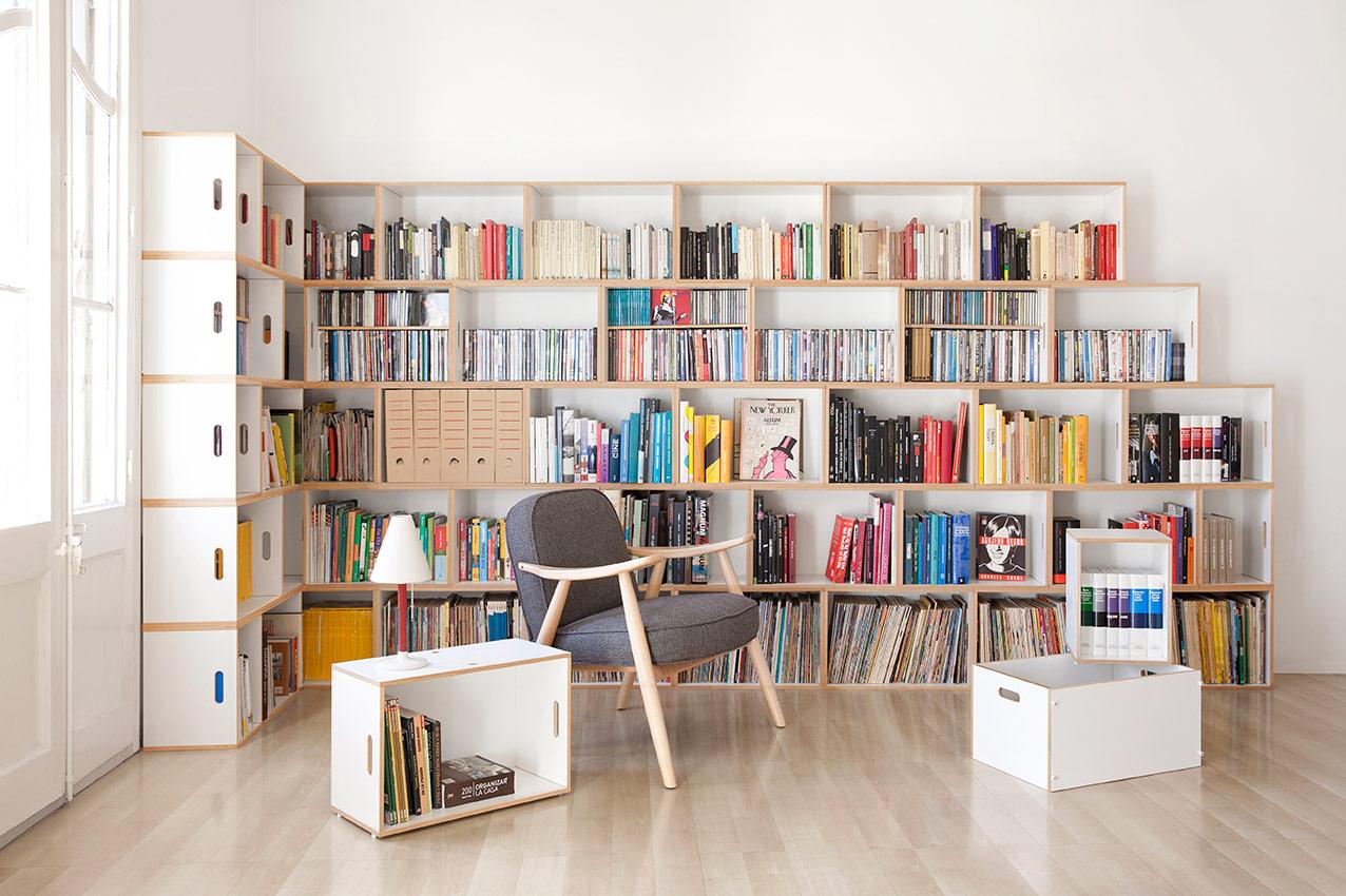 Gran librería modular construida en ángulo de L