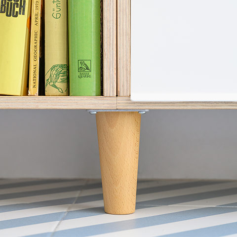 Detail of the beech wood leg that serves as a support for the modular BrickBox shelf