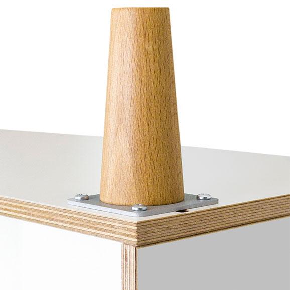 Montaje de las patas de madera