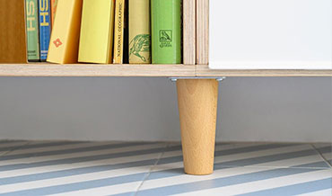 Wooden leg to lift from the plinth to the modular oak shelf