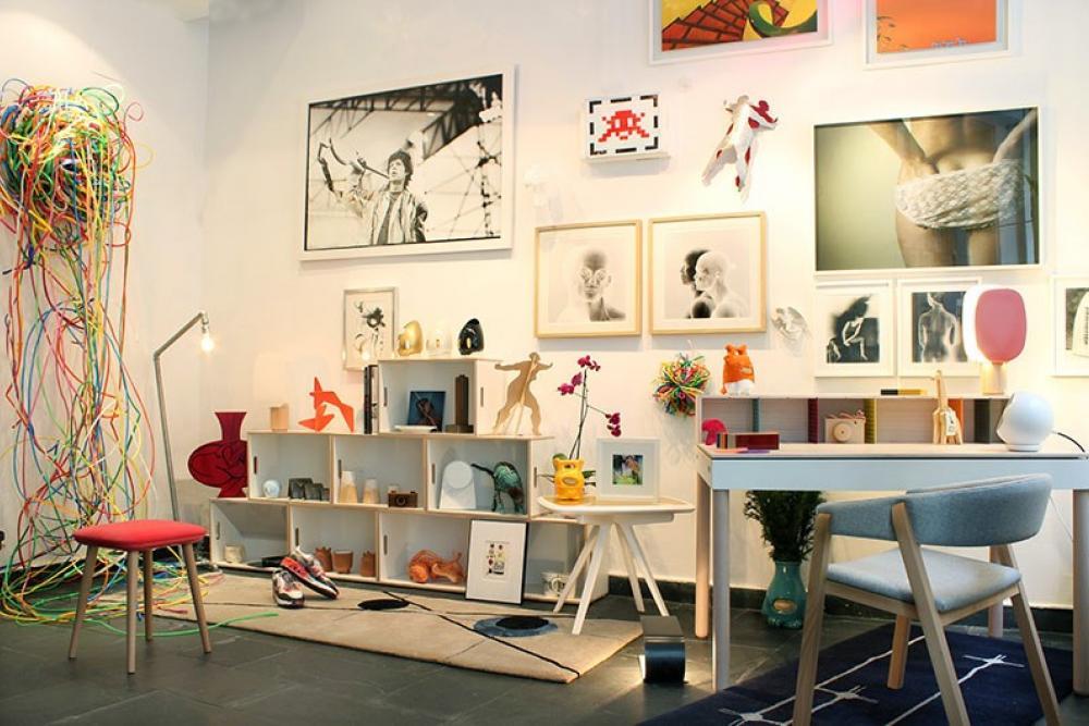 Estanteria para galería de arte. Estanteria para almacenar esculturas, cuadros y fotos.