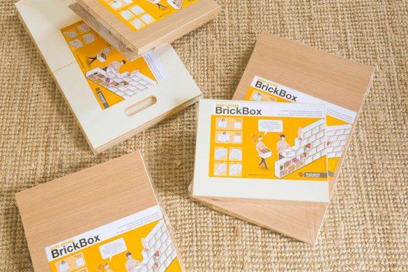 Los módulos de la estanteria modular BrickBox se venden desmontados, en paquetes planos.