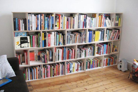 Estanteria de madera de 27 cm de profundidad que permite colocar la librería en espacios pequeños, incluso en pasillos.