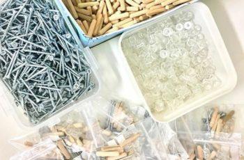 Materiales para las estanterias modulares BrickBox: tornillos, tacos de madera y de nylon