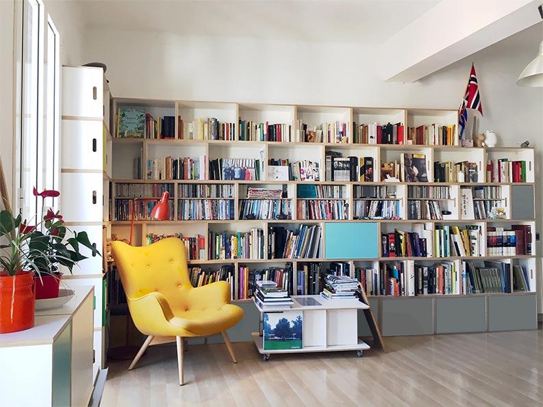 Bibliothèque BrickBox dans la maison de son créateur