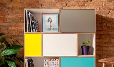 Post sobre la estanteria modular BrickBox sobre fondo de ladrillos